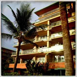 looking for a condo on Maui, ocean views, furnished vacation condo like Honua Kai on the west side